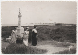 LES SAINTES MARIES DE LA MER - Arlésiennes  (Camargue)    (77211) - Saintes Maries De La Mer