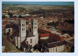 3168    Cpm  VERDUN  : Vue Aérienne Sur La Cathédrale - Verdun