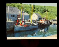 GASPE Gaspésie Quebec Canada : Hameaux De Pêcheurs Bateaux De Pêche LA GASPESIENNE Fishing Boat - Gaspé