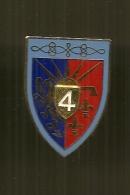 I16 INSIGNE PUCELLE 4 EME REGIMENT DE HUSSARDS 4EME RH éd Y Delssart  G441 Support Argenté - France