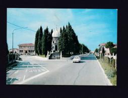 Italie - Pasian Di Prato - Via Roma E Monumento Ai Caduti ( Automobile FIAT Ed. Galliussi Degano Tabacchi Bar ) - Udine