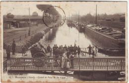 59  Roubaix Canal Et Pont De La Vigne  (traces D'âge) - Roubaix