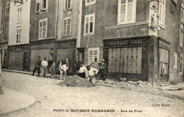 54  PONT A MOUSSON    Bombardé  Rue Du Pont - Pont A Mousson