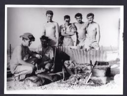 Photo Originale - Souvenir Militaire D´ Algerie Jean Danguillaume Posant Avec Quelques Camarades (camaraderie Masculine - Guerre, Militaire