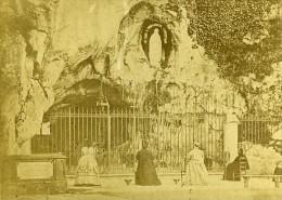 Pelerins En Priere A La Grotte 65100 Lourdes France Ancienne CDV Photo 1870 - Photographs