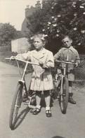 Amateur Snapshot Kids Bicycle France Old Photo 1948 - Non Classés