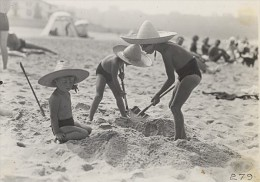 Holiday Beach Play Time France Old Seeberger Photo 1930 - Photos