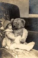 Les Deux Amis Dans La Voiture De Papa France Photographie 1924 - Photographs