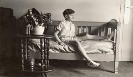 L'Enfant Sur Le Lit Composition Etude France Photographie Amateur 1932 - Photographs