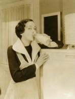 Maureen O'Sullivan Boit Du Lait Chaque Jour MGM Photo 1932 - Famous People