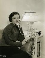 Myrna Loy Téléphonant Dans Sa Loge MGM Photo 1932
