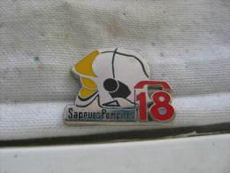 Pin´s Sapeurs Pompiers: Tel 18. Casque. Pin's BALLARD - Feuerwehr