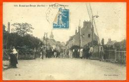 CPA 72 BESSE-sur-BRAYE Sarthe - Rue De La Fontaine (Ferroviaire - Passage à Niveau) ° Vve Léon éditeur - France