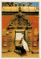 NEPAL  BHADGAON:  LA PORTA D'ORO   (NUOVA CON DESCRIZIONE DEL SITO SUL RETRO) - Nepal