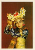 INDONESIA  BALI:  DANZATRICE  BALINESE A KUTA    (NUOVA CON DESCRIZIONE DEL SITO SUL RETRO) - Indonesia