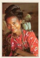 INDONESIA   FLORES:  DONNA CON SCIMMIA    (NUOVA CON DESCRIZIONE DEL SITO SUL RETRO) - Indonesia