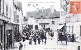 Châtillon-sur-Loire - Jour De Marché Sur La Place - Café Du Commerce - Très Beau Plan Animé - Chatillon Sur Loire