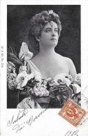 [DC4500] CARTOLINA - DONNA - VESTITO CON FIORI - Viaggiata 1902 - Old Postcard - Femmes