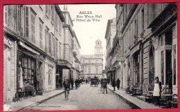 13 ARLES - Rue Waux Hall Et Hotel De Ville - Arles