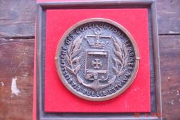 Tape De Bouche Bronze.Constructions Et Armes Navales Des Ets Ruelle .dia:15,3cms Poids1103grs Dans Cadre De Bois - Militares