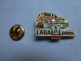 Beau Pin's , Auto Lada Niva 4X4 , Réseau Poch - Pin's & Anstecknadeln