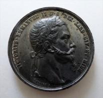 MEDAILLE  VICTORIO EMANUEL II   POID 45.3 GR DIAM 50  MM QUALITE - Monarchia/ Nobiltà