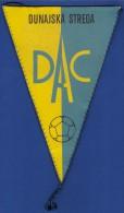 CZECH REPUBLIC PENNANT FOTTBALL SOCCER TJ DAC POLNOHOSPODAR 75 FUTBALOVEHO ODDIELU DUNAJSKA STREDA (15,5 X 26 Cm ) - Bekleidung, Souvenirs Und Sonstige