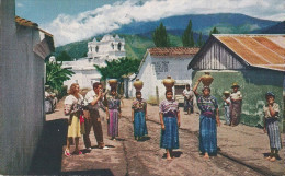 GUATEMALAN  WOMEN CARRYING - Guatemala