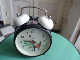 REVEIL ANIME A CLOCHES  Régis - Alarm Clocks
