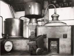 GRANDE PHOTO ALAMBIC DE LA MAISON R LATREUILLE (PRODUCTEUR DE COGNAC) A GEMOZAC (PHOTO E FOUCHE JAZENNES) - Métiers