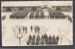 6604-RIVISTA TRUPPE CASERMA DI PINEROLO-FOTO FORMATO CARTOLINA - Guerra, Militari