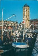 CPM - 59 - DUNKERQUE - La Tour De Leughenaer Et Les Bateaux De Pêche - Dunkerque