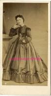 CDV époque Napoléon III Photo D'une Femme Accoudée-beau Dos-photographie Inaltérable Aristide Et Cie Rue Vivienne Paris - Old (before 1900)