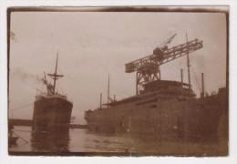 Petite Photo Ancienne Des Bateaux Le Bougainville Et Le Georges Philippar (voir Description) - Boats