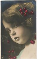 Jolie Petite Fille  Mutine Avec Decotration Cerises Dans Les Cheveux Cherries Cherry - Andere