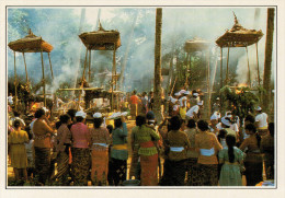 INDONESIA  BALI:   UNA  CREMAZIONE     (NUOVA CON DESCRIZIONE DEL SITO SUL RETRO) - Indonesia