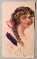 """Illustrata """" Giovane Ragazza """" Viaggiata Del 1917 ( La Parte Dx è Stata Tagliata Per Cm.0,5 Lunghezza) - 1900-1949"""