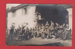 Carte Postale   ---  Soldats Allemands  Dans Maison En Ruine --   14-18  --  Vierge Au Dos - Guerre 1914-18
