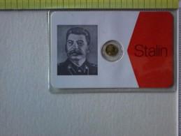 Sheda Con Medaglietta Di Stalin - Statista Russo, Morto Nel 1953. - Pin's