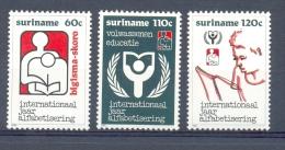 Nch0647 INTERNATIONAAL JAAR ALFABETISERING APPHABET READING EDUCATION SURINAME 1990 PF/MNH - Talen