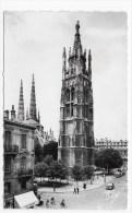 BORDEAUX EN 1962 - N° 166 - LA TOUR PEY BERLAND AVEC VIEILLES VOITURES ET PERSONNAGES - CARTE FORMAT CPA VOYAGEE - Bordeaux