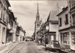 CPSM 27 - CONCHES - Rue Sainte Foy. Au Fond, Eglise Ste Foy - Auto: 2CV - Conches-en-Ouche