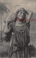 ALGERIE  -  Bédouine - Belle Femme Portant Une Cruche - Dos Vierge - 2 Scans - Scenes