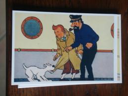 TINTIN Reproduction  CARTE POSTALE  TINTIN HADDOCK SUR LE PONT D'UN BATEAU  HERGE - Tintin