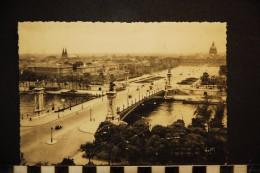 75, PARIS   PONT ALEXANDRE III ET ESPLANADE DES INVALIDES - Ponts