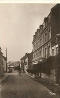 Cpa Arromanches Port De La Liberation Grand Hotel - Arromanches