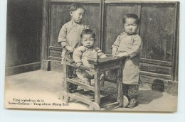 YANG-TCHEOU (Kiang-Sou) - Tros Orphelins De La Saint Enfance. - China