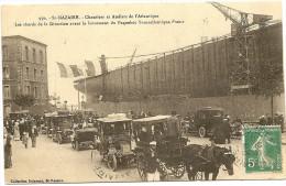 """CPA 44 SAINT NAZAIRE 1911 ;  BELLE ANIMATION BADAUDS ET AUTOS AU LANCEMENT DU TRANSAT """"FRANCE"""" CHANTIERS DE L'ATLANTIQUE - Saint Nazaire"""