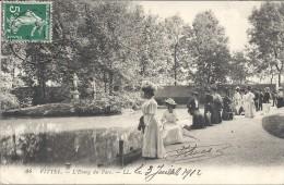 VITTEL - 88 - L'Etang Du Parc - CPA TRES ANIMEE  - VAN - - Vittel Contrexeville