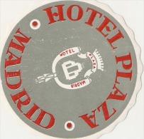 Etiquette D'hotel  9cm Hotel Plaza MADRID (à Coller ) Reste Un Peu De Papier Collé Dos - Etiquettes D'hotels
